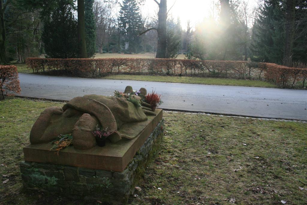 cemetery 026 (Large).jpg
