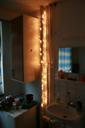Božične lučke v sobi